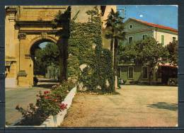 LES FUMADES LES BAINS . La Porte Romaine .  Voir Recto Verso  (R217) - Frankreich