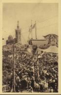 CPA Marseille; N. D. De La Garde: Fête Du Couronnement, 18/21 Juin 1931. La Foule Sur La Colline. - Notre-Dame De La Garde, Funicular Y Virgen