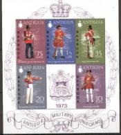 ANTIGUA  1973-  Bloc-Feuillet N° 3 De 5 Timbres - Uniformes Anglais - Armes. Armée. - Militaria