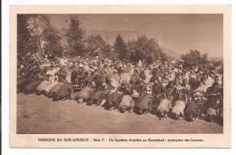 MISSIONS DU SUD AFRIQUE-Série V- Un Baptème D´adultes Au Basutoland : Prostration Des Hommes - Lesotho