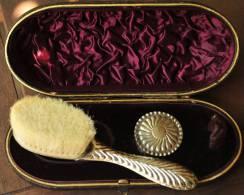 Antikes Frisierset Bürste (56gr.) Und Dose (18gr.) Silber Viele Punzen In Originalschachtel (216gr., Siehe 5 Scans - Silberzeug