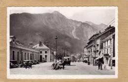 MODANE PLACE DE LA GARE  AVEC TRAMWAY SUR ROUES    CIRC 1950  EDIT MONIER - Modane
