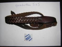 Ancienne Bretelle  En Cuir Fusil N° IIII - Armes Neutralisées