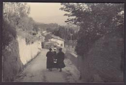Italy Photo Cartolina Postale Women On Village Street Ca. 1930-40 (2 Scans) - Fotos