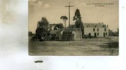 La Chapelle-du-Marais  44   Le  Calvaire Et La Place Animée Attelage - France