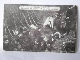 CPA  Guerre De 1914 - FURNES - Le 7è De Ligne Au Repos. Son Drapeau Fut Décoré La Veille Par Le Roi Des Belges - Guerre 1914-18
