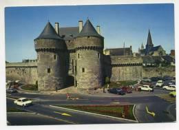 CPM - GUERANDE (44) La Porte Saint Michel (très  Animée - Nombreuses Voitures) - Guérande
