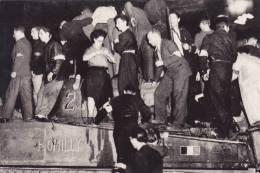 Libération De Paris -Guerre 39 - 45 @ Nuit Du 24 Aout 1944 . Le Premier Char Leclerc Arrive à L'Hôtel De Ville. @ - Guerre 1939-45