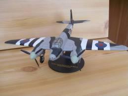 Miniature + Socle Avion Bombardier DEHAVILLAND MOSQUITO FB MK.VI 226- Metal - Tres Lourd - Avions & Hélicoptères