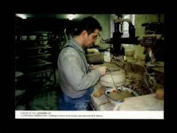 29 - QUIMPER - Calibrage En Bosse D'une Assiette, Chez Faïencerie H.B. Henriot - 11/1996 - N° 122 - Faïence - Poterie - Quimper