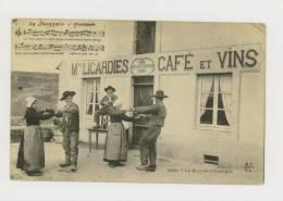 La Bourrée D'Auvergne : Maison Licardies, Café Et Vins - N°2054 *f1132 - Auvergne Types D'Auvergne