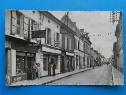 17 Saujon - Rue Carnot - - Saujon