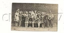 Amiens (80) : Le Groupe Des Fêtes Du Grand Père Du Faubourg Hoyon En 1910 (Animée) DOC RARE. - Lieux