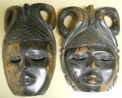 2 Masques Africains Art Tribal 1homme 1 Femme  24x15 & 22.5x17cm Yeux Bien Travaillés 1308 Grammes Les 2 à Localiser - Art Africain