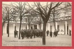 LA ROCHELLE - Le Lycée La Cour Du Réfectoire - La Rochelle