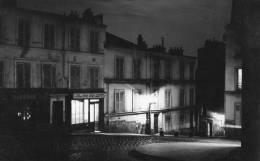 PARIS MONTMARTRE (XVIII) Carte Photo Place Vieux Coin Vue Nocturne - Arrondissement: 18