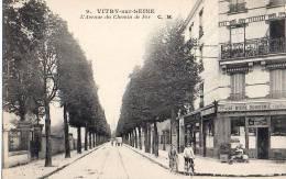 9 - Vitry Sur Seine - L' Avenue Du Chemin De Fer ( Café Bar Bière Dumesnil ) - Vitry Sur Seine