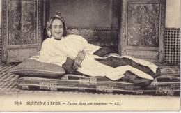 Scenes Et Types ; Fatma Dans Son Interieur - Maroc