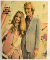Plaque Publicitaire Années 1960 - 1970, RITEX New Romantic Line . Vêtements Mode Textiles Design Pub Plv - Placas De Cartón