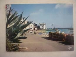 CPSM Grand Format   BELLE ILE EN MER  -  SAUZON - Le Port - Phare - Belle Ile En Mer