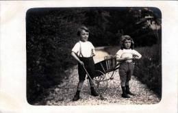 Mädchen Zieht Karren Und Bub Mit Peitsche, Fotokarte Nicht Gelaufen 1915, Gute Erhaltung - Kinder