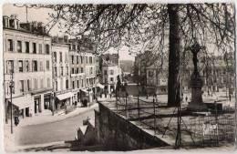 IVRY SUR SEINE - CPSM - Place De L'Eglise Et L'avenue De La Mairie: Commerces Félix Potin - Sortie De Métro - Ivry Sur Seine