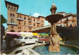 < Automobile Auto Voiture Car >> Alfa Romeo Giulietta, Fiat 1400, Fontaine Treviso - Turismo