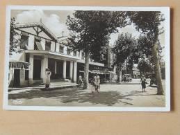 Carte Postale Ancienne : ANDERNOS-LES-BAINS : Boulevard De La République , Casino, Animé - Andernos-les-Bains