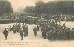Roi Et Reine D'Italie à Paris : Troupe Faisant La Haie. Victor Emmanuel II. Dos Simple. 2 Scans - Eventos