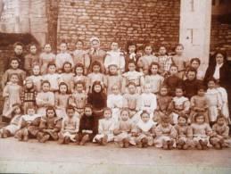 PHOTOGRAPHIE CARTONNEE : FOUSSAIS PHOTO DE CLASSE INSTITUTEUR MADAME BOUTTLER MADAME DAMY 1914 VENDEE - Photographs