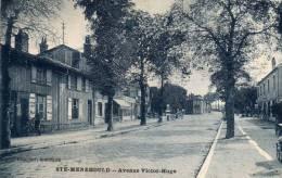 SAINTE MENEHOULD - Avenue Victor Hugo (carte Bleutée, Pompe à Essence) - Sainte-Menehould