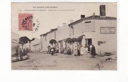Carte 1906 CHAMPAGNE LES MARAIS / ENTREE PAR LA ROUTE DE PUYRAVAULT (café De L'espérance Très Animée) - Frankrijk