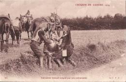 CROQUIS DE GUERRE 1914 CUIRASSIER BLESSE SOIGNE PAR SES CAMARADES - War 1914-18