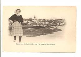 85 - Panorama De SAINT-Gilles-sur-Vie, Près De Notre-dame - Carte Précurseur- Animation  Jeune Femme En Costume Local - Saint Gilles Croix De Vie