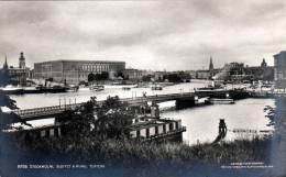Schweden, STOCKHOLM, Slottet & Kungl. Teatern, Nicht Gelaufen Um 1930, Sehr Gute Erhaltung - Schweden