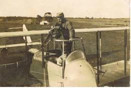 Photo Aviateur Français Sur Sa Mitrailleuse D'avion 14-18 - 1914-18