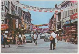 Kuala Lumpur (Malaysia) - Petaling Street: MORRIS MINOR, RENAULT FLORIDE, AUSTIN/MORRIS MINI VAN, RICKSHAW - Streetscene - Turismo