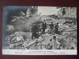 La Catastrophe De Messine En 1908 - Soldats Italiens à La Recherche De Blessés Et De Cadavres Dans Les Décombres - Catastrophes
