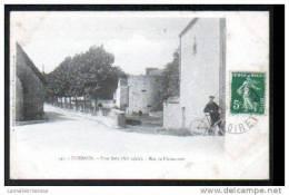 45 - PUISEAUX - TOUR RELY - RUE DE L´ABREUVOIR - HOMME AEC UN VELO - DOS SIMPLE - Puiseaux