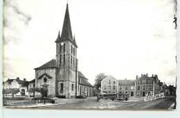 GUIGNES-RABUTIN  -  Place De L'Eglise. - France