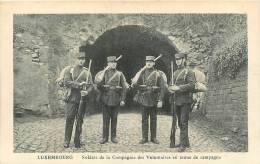 LUXEMBOURG - Soldats De La Compagnie Des Volontaires En Tenue De Campagne - Beau Plan - Edit. Schaack - 2 Scans - Luxembourg - Ville