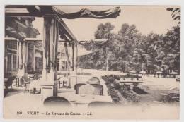 VICHY - LA TERRASSE DU CASINO - PLIS D' ANGLE EN BAS A GAUCHE - Vichy