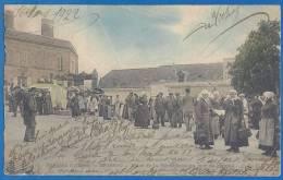 CPA - MAINE ET LOIRE - BRISSAC - PLACE DE LA REPUBLIQUE UN JOUR DE MARCHE - Très Belle Animation De Village - C.L.C / 1 - Autres Communes
