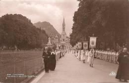 628-N° 266 LOURDES – Procession Des Enfants De Marie, Taxe 30c Au Dos - Lourdes