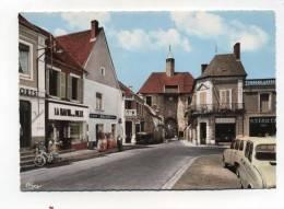 CPM 03 :  AINAY LE CHATEAU  Place Avec Commerces Et Renault 4   A   VOIR  !!! - France