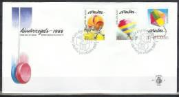 Mzl018fb KINDERZEGELS STAMPS FOR THE CHILDREN FÜR DIE JUGEND SPELLETJES DRAAITOL VLIEGER KITE KITING ARUBA 1988 FDC - Giochi