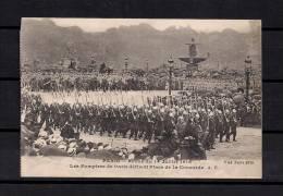 LOS BOMBEROS DE PARIS DESFILANDO POR LA PLAZA DE LA CONCORDIA EL 14 DE JULIO DE 1918 - Bombero