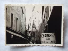 Mont-Saint-Michel. Hotel St. Pierre. Chambres Avec Vue Sur La Mer. 1957. Rue Commercante.  100x 70 Mm - Places