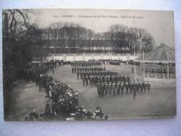 CPA  56 LORIENT - Une Revue Sur La Place D'armes - Défilé Du Bataillon  Kiosque à Musique - Militaria   1905 - Lorient