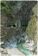 TAIWAN - YEN-TZE-KO FAMOUS FOR ITS RUGGED AND STRANGW ROCK FORMATION / AUTOBUS - Taiwan
